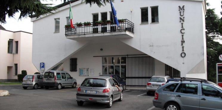 Zandobbio: impiegata dell'ufficio tecnico trovata morta in municipio, si indaga per omicidio