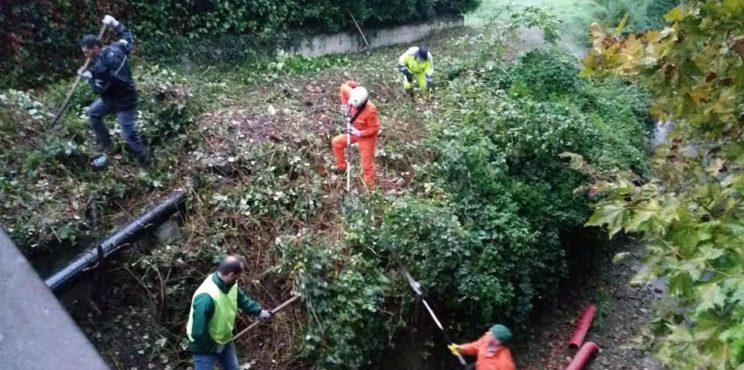 Villongo – Protezione civile all'opera per ripulire il torrente Uria