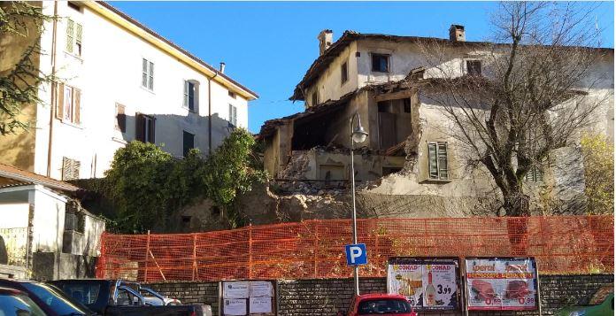 Sovere – crolla parte del palazzo Zitti