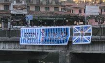 Sarnico – Lo striscione di amicizia tra Brescia e Atalanta torna al suo posto