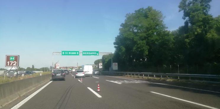 Mattinata di caos sulla A4 lunghe code da Bergamo a Grumello per un incidente