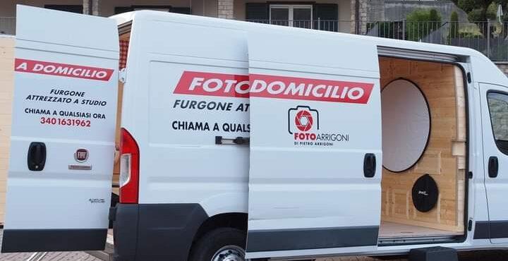 Valle Cavallina: arriva il primo studio fotografico mobile con il furgochalet di Pietro Arrigoni