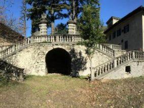 Luzzana: il sindaco Beluzzi riqualifica (quasi a costo zero) lo scalone del castello