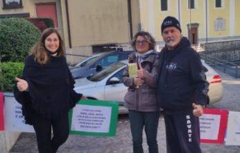 Entratico – protesta no green pass davanti al municipio